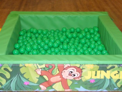 Jungle Ball pool with Green Balls